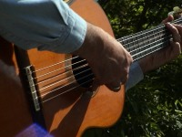 DSC00119 hand & guitar only
